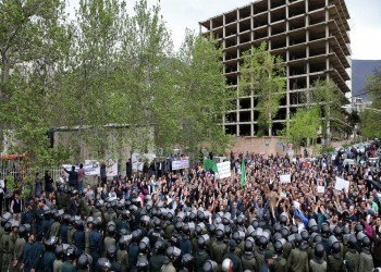 الاحتجاجات تنتقل إلى طهران والشرطة تتراجع أمام صمود المتظاهرين