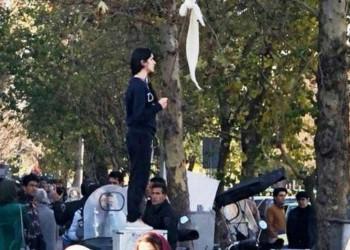 في تحد للنظام.. إيرانيات يطلقن حملة للتظاهر دون حجاب