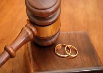 شابة سعودية تواجه شقيقها وتتزوج بأمر المحكمة