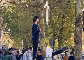 الرئاسة الإيرانية قلقة من تزايد الرافضين لقانون ارتداء الحجاب