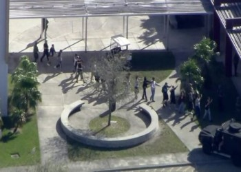 17 قتيلا على الأقل بإطلاق نار في مدرسة أمريكية