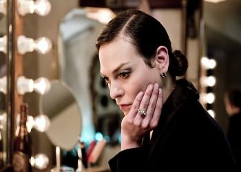 للمرة الأولى.. ممثلة متحولة جنسيا تشارك في تقديم «الأوسكار»