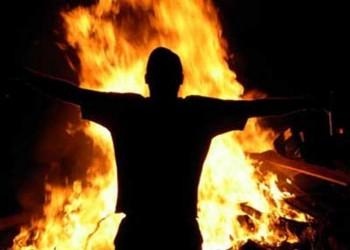 انتقادات واسعة لـ«الداخلية» الكويتية بعد إحراق شاب «بدون» نفسه