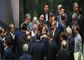 اشتباك بالبرلمان الإيراني بسبب انهيار العملة لمستويات غير مسبوقة