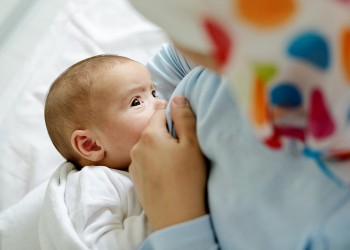 «الأمم المتحدة» تناشد المستشفيات بالحث على الرضاعة الطبيعية