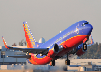 5000 دولار لركاب طائرة توفيت على متنها امرأة بحادث مروع