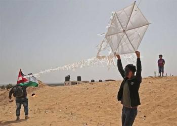 الطائرات الورقية تحرق الغابات وقلوب المزارعين الإسرائيليين