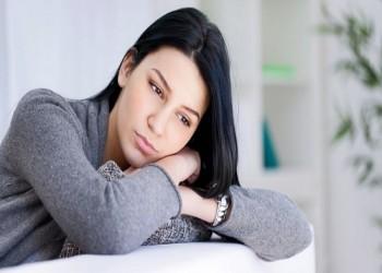 التغيرات الهرمونية سبب رئيسي لاكتئاب المرأة