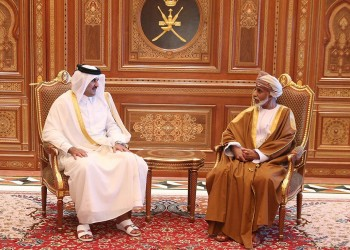 فيديو.. أمير قطر يصل عمان في زيارة غير رسمية