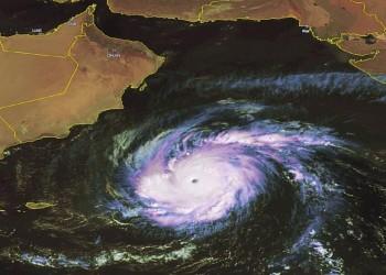 أول وفاة بسبب إعصار «مكونو» في سلطنة عمان