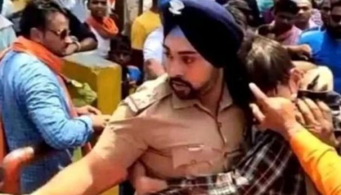 تهديدات بالقتل لضابط هندي أنقذ مسلما من الهندوس