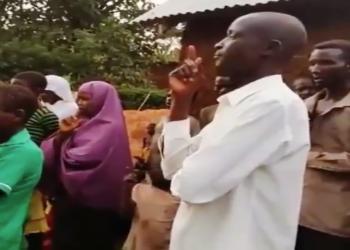 فيديو.. قرية أوغندية تعتنق الإسلام على يد دعاة عمانيين