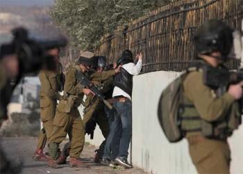 فيديو يظهر تنكيل جنود الاحتلال بالفلسطينيين باستخدام «التفتيش العاري»