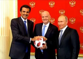 قطر تتسلم راية مونديال 2022.. و«تميم» يعد ببطولة مميزة
