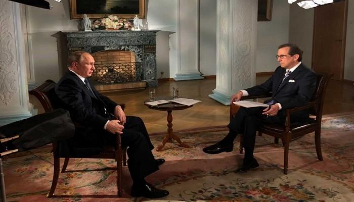 فيديو.. «بوتين» يرفض تسلم تقرير لـ«CIA» من صحفي أمريكي