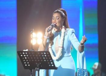 «وعد» أول مطربة سعودية تغني في أبها
