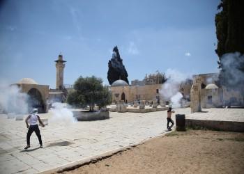 الاحتلال يغلق أبواب الأقصى ويحاصر مصلين داخل المصلى القبلي