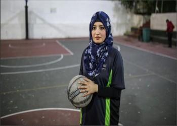 «سمر الكردي».. أول حكمة كرة سلة في غزة