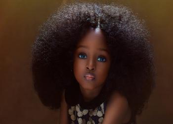 سمراء نيجيرية تحظى بلقب «أجمل طفلة في العالم»