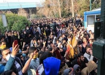 قمع المتظاهرين يتسبب في إقالة قائد شرطة طهران