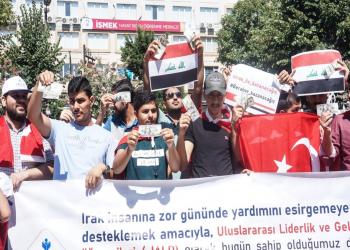طلاب عراقيون يستبدلون دولاراتهم دعما لليرة التركية