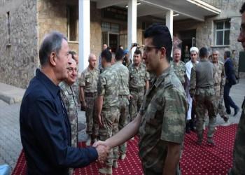 وزير الدفاع التركي يصلي العيد مع الجنود بالحدود العراقية
