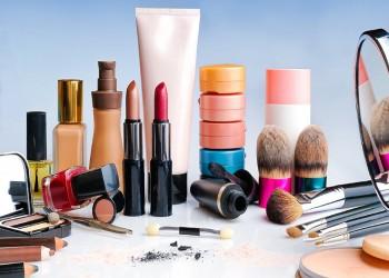 دراسة: مكونات مستحضرات التجميل الكيميائية تؤثر على هرمونات السيدات