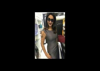 ممثلة مصرية تتعرض لانتقادات بعد صورة لها بوشم قرآني