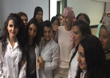 صور جديدة لأسماء الأسد في جلسة علاج كيماوي