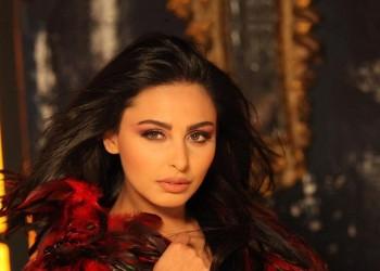 عاصفة انتقادات للفنانة الأردنية ميس حمدان بسبب ملابس فاضحة
