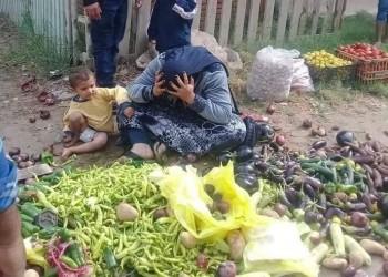 مشهد محزن لبائعة خضراوات يحرج الحكومة المصرية