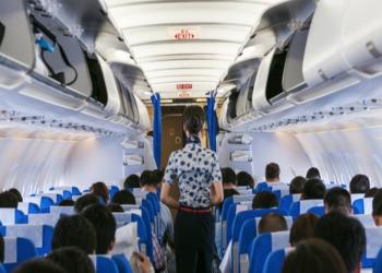 مضيفة طيران بالخطوط الفلبينية تتبرع بإرضاع طفلة إحدى الراكبات