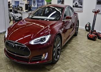 هل تهدد فولكس وفورد عرش تسلا لإنتاج السيارات الكهربائية؟