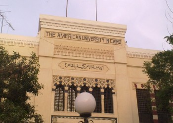 محكمة مصرية تلزم الجامعة الأمريكية بالقاهرة بتعويض أستاذة منتقبة