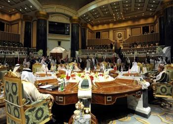 حديث باسم بين بن سلمان وممثل وفد قطر بالقمة الخليجية