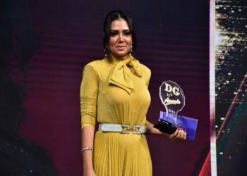 الممثلة رانيا يوسف تثير المزيد من الجدل بفستان جديد