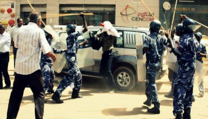 الجيش السوداني يعلن وقوفه مع البشير بمواجهة الاحتجاجات الشعبية