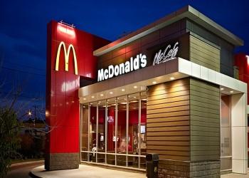 موظف بماكدونالدز ينصح الزبائن بتجنب الثلج والميلك شيك