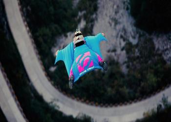 أمريكية تفوز بلقب أسرع امرأة طائرة في العالم