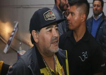 بالفيديو.. مارادونا يتحول من مدرب إلى حلاق في المكسيك