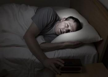 الاستيقاظ المتكرر خلال النوم.. اعرف أسباب المشكلة وحلها