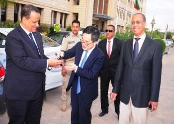 وزير خارجية موريتانيا يتعرض لانتقادات لاذعة بسبب هدية