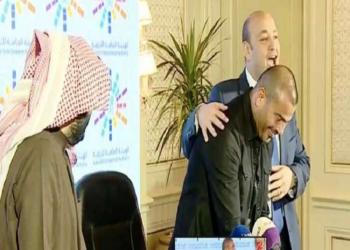 عمرو أديب للهضبة: مش ناقصك حفلات أو فلوس أو صحة!