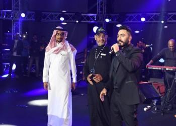 تامر حسني يحيي حفلا بالسعودية ويعد بآخر قريبا