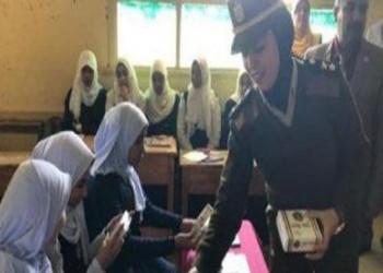 الداخلية المصرية توزع كتيبات على الأطفال للتوعية بالعمل الأمني