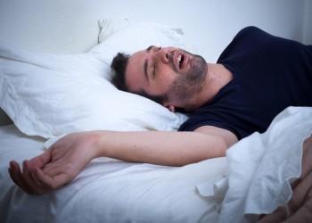 دراسة: انقطاع التنفس خلال النوم يهدد القلب والأوعية الدموية