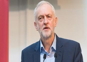 هجوم بالبيض على زعيم حزب العمال البريطاني أمام مسجد