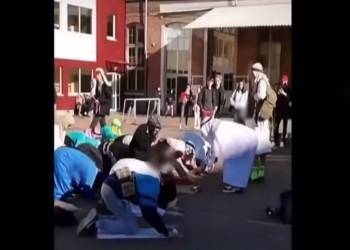 عقال ونقاب وحزام ناسف.. حفل تنكري مسيء بمدرسة بلجيكية