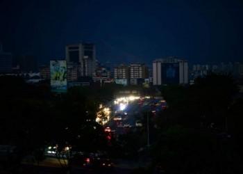 قرع الأواني احتجاج فنزويلي على استمرار انقطاع الكهرباء