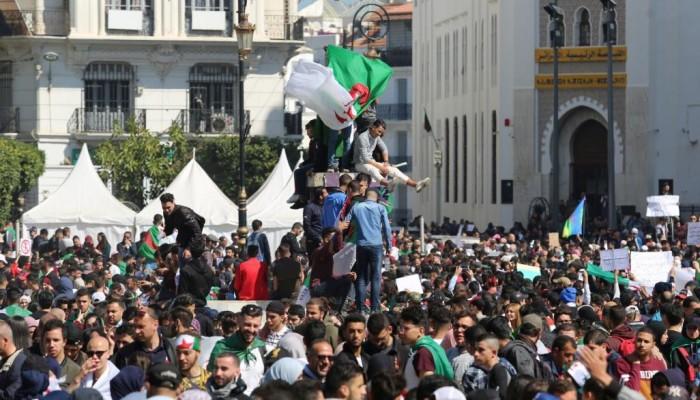 احتجاجات الجزائر تتصاعد ضد بوتفليقة: الرحيل لا التأجيل